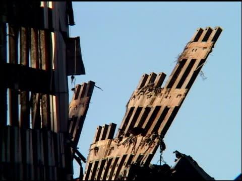 remaining bent wall facade of south world trade center at ground zero, nyc october 2001. - 2001 bildbanksvideor och videomaterial från bakom kulisserna
