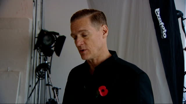 vidéos et rushes de remembrance sunday bryan adams photography exhibition bryan adams interview sot mark ormrod along with reporter and interview sot corporal simon... - bryan adams