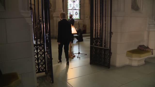 nicola sturgeon lays wreath; scotland: edinburgh: edinburgh castle: int nicola sturgeon msp and others at service to mark remembrance sunday, all... - tomb stock videos & royalty-free footage