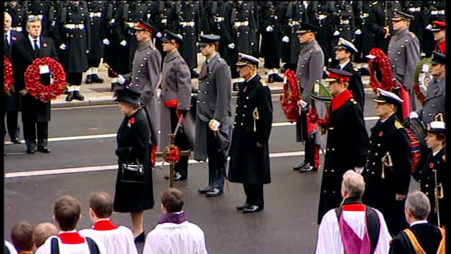remembrance sunday queen lays wreath at cenotaph england london whitehall ext wide view people gathered around cenotaph as big ben chimes 11 o'clock... - remembrance sunday stock videos & royalty-free footage