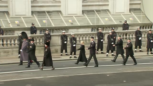 queen leads scaled-back service at the cenotaph; england: london: whitehall: ext people standing in silence at the cenotaph as big ben tolls queen... - big ben点の映像素材/bロール