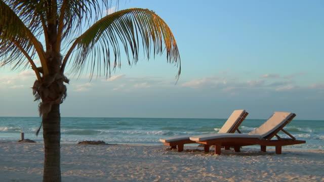 remote beach relaxation - solstol bildbanksvideor och videomaterial från bakom kulisserna