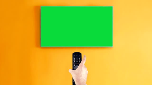 vídeos de stock e filmes b-roll de remote control on chroma key green screen open and shut down tv - television show