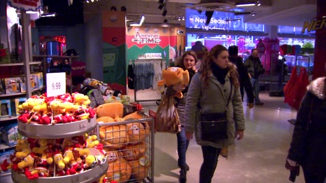 stockvideo's en b-roll-footage met a remote control plane flies above customers' heads as they walk through a toys r us in new york new york customers browse toys and products for sale... - toys r us