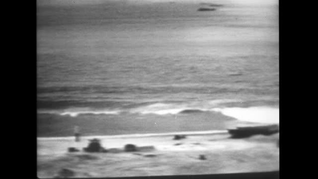 vídeos de stock e filmes b-roll de remote television recording of atomic weapon test baker operation crossroads - arma de destruição em massa