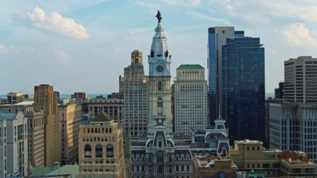 remote view of the philadelphia city hall along with broad street. drone video with the complex forward and descending camera motion. - william penn stock videos & royalty-free footage