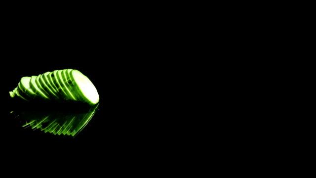 vídeos de stock e filmes b-roll de removing of cucumber - olhar de lado