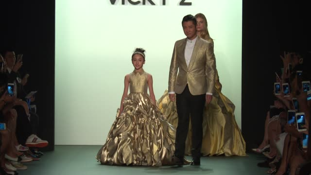 stockvideo's en b-roll-footage met ren zhong and models walk the runway at vicky zhang september 2016 new york fashion week at the dock skylight at moynihan station on september 10... - moynihan station
