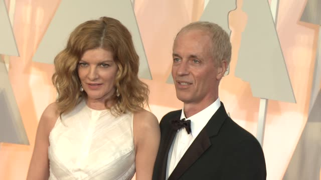 rene russo and dan gilroy at the 87th annual academy awards - arrivals at dolby theatre on february 22, 2015 in hollywood, california. - レネ・ルッソ点の映像素材/bロール