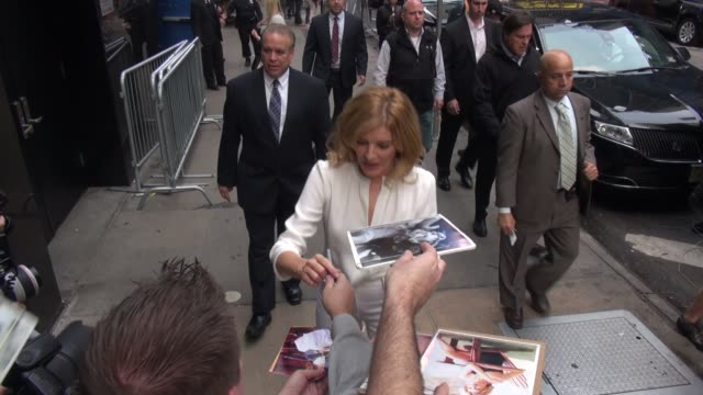 rene russo arrives at the good morning america show & signs for fans in celebrity sightings in new york, - レネ・ルッソ点の映像素材/bロール