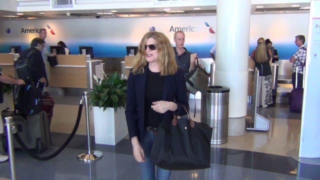 rene russo at los angeles international airport at celebrity sightings in los angeles on october 02, 2015 in los angeles, california. - レネ・ルッソ点の映像素材/bロール