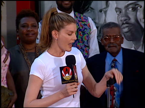 rene russo at the dedication of danny glove's footprints at grauman's chinese theatre in hollywood, california on july 7, 1998. - レネ・ルッソ点の映像素材/bロール