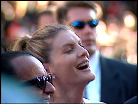 rene russo at the 'lethal weapon 4' premiere at grauman's chinese theatre in hollywood, california on july 7, 1998. - レネ・ルッソ点の映像素材/bロール
