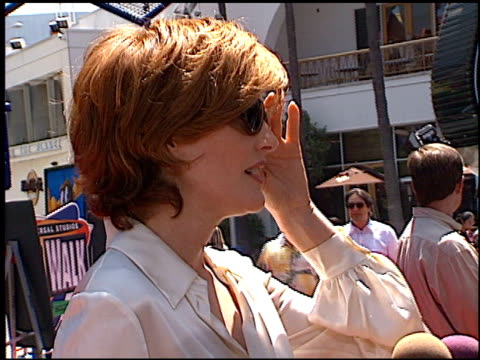 rene russo at the premiere of 'the adventures of rocky and bullwinkle' at universal in universal city california on june 24 2000 - the adventures of rocky and bullwinkle 2000 film stock videos & royalty-free footage