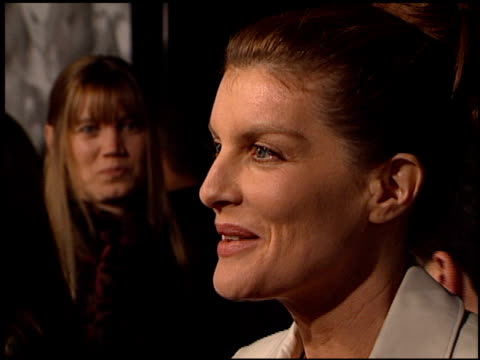 rene russo at the 'proof of life' premiere at academy theater in beverly hills, california on december 4, 2000. - レネ・ルッソ点の映像素材/bロール
