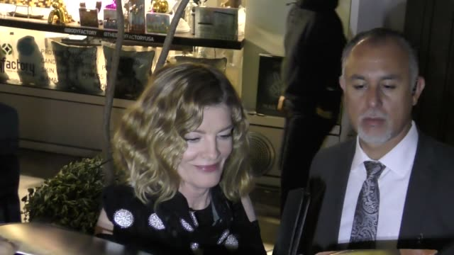rene russo signs autographs for fans outside the just getting started premiere at arclight cinemas in hollywood in celebrity sightings in los angeles, - レネ・ルッソ点の映像素材/bロール
