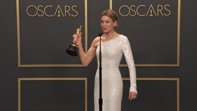 stockvideo's en b-roll-footage met renée zellweger at 92nd annual academy awards - press room at dolby theatre on february 09, 2020 in hollywood, california. - academy awards