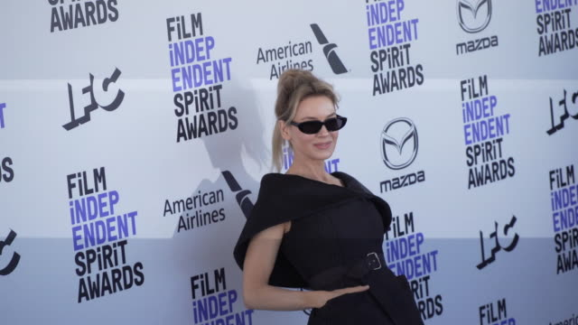 slomo renée zellweger at the 2020 film independent spirit awards on february 08 2020 in santa monica california - film independent spirit awards stock videos & royalty-free footage
