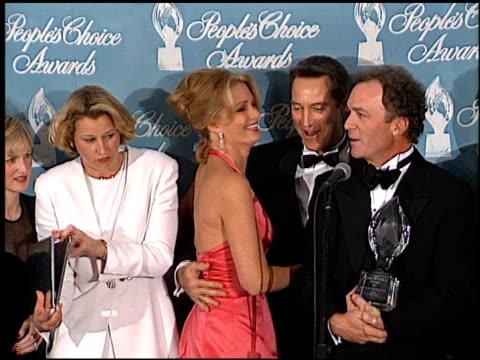 stockvideo's en b-roll-footage met renee jones at the 1998 people's choice awards arrivals and press room at barker hanger in santa monica, california on january 11, 1998. - people's choice awards