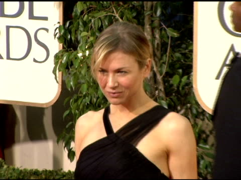 vidéos et rushes de renee zellweger at the 2006 golden globe awards arrivals at the beverly hilton in beverly hills, california on january 16, 2006. - golden globe awards