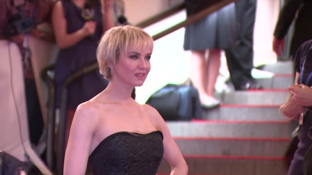 renee zellweger at the 'american woman fashioning a national identity' met gala arrivals at new york ny - renee zellweger stock videos & royalty-free footage
