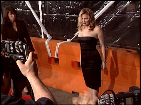 renee zellweger at the 'cold mountain' premiere on december 7 2003 - renee zellweger stock videos & royalty-free footage