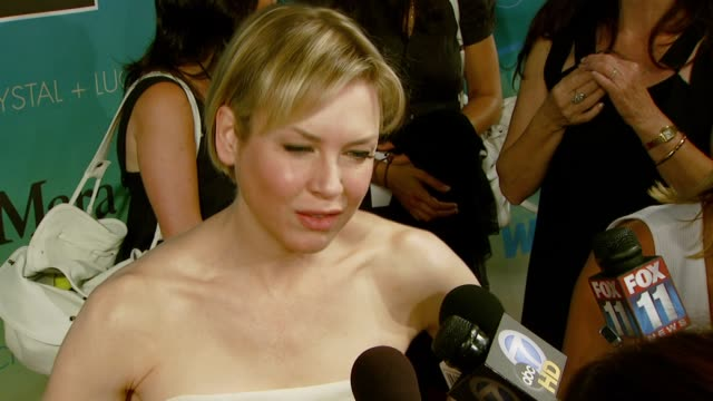 renee zellweger at the women in film presents the 2007 crystal lucy awards at the beverly hilton in beverly hills california on june 14 2007 - renée zellweger stock videos and b-roll footage