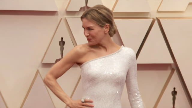 renee zellweger walking the red carpet at the 92nd annual academy awards at the dolby theater in los angeles, california. - music or celebrities or fashion or film industry or film premiere or youth culture or novelty item or vacations 個影片檔及 b 捲影像