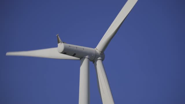 windkraftanlage für erneuerbare energien - atmosphere filter stock-videos und b-roll-filmmaterial