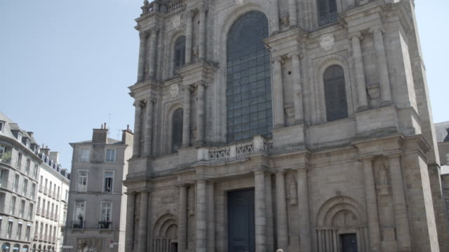 rennes cathedral (catherdrale saint-pierre de rennes) / rennes, france - rennes frankreich stock-videos und b-roll-filmmaterial
