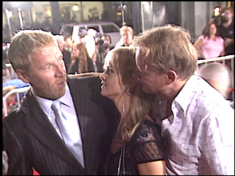 renny harlin at the 'excorcist: the beginning' premiere at grauman's chinese theatre in hollywood, california on august 18, 2004. - レニー ハーリン点の映像素材/bロール