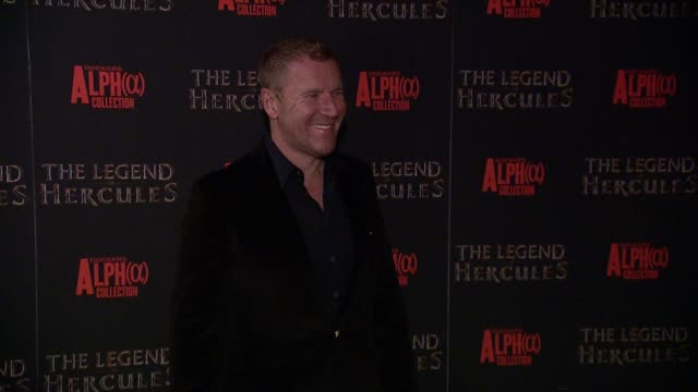 renny harlin at the legend of hercules screening at crosby street hotel on in new york city. - レニー ハーリン点の映像素材/bロール