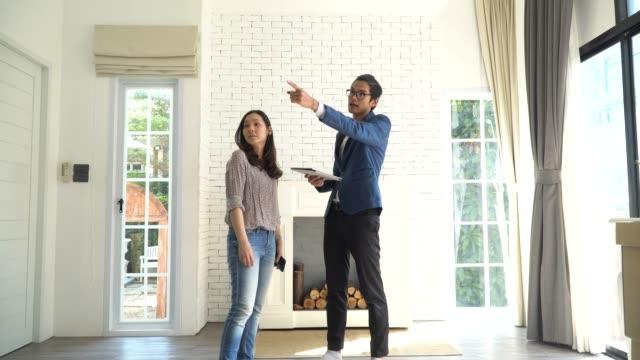 vídeos de stock, filmes e b-roll de alugo casa nova - apartamento