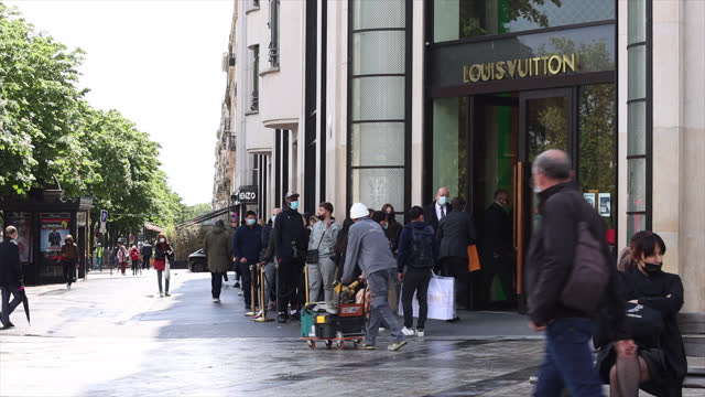 reopening of the department store, galleries lafayette, people are lining up in front of the store waiting for the opening, on may 19 in paris,... - france stock videos & royalty-free footage