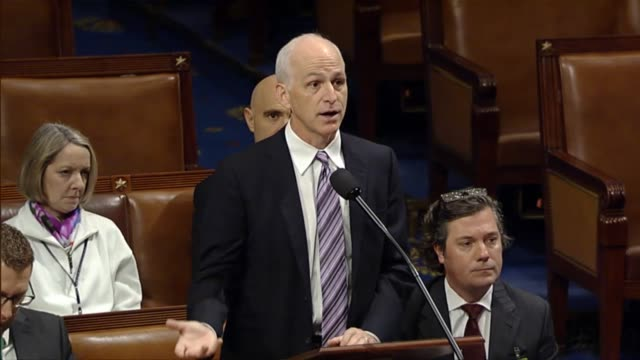 rep. adam smith of washington state, ranking democrat on the house armed services committee, states his support for a defense policy bill changed to... - ministero americano della difesa video stock e b–roll