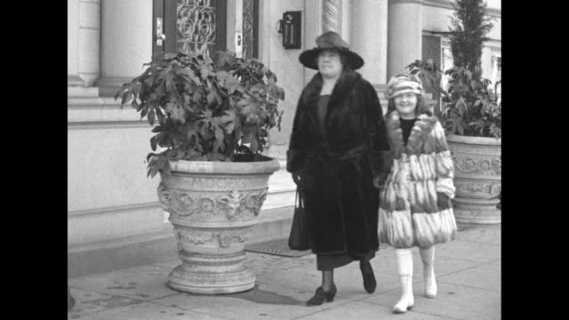 rep. mae nolan and her daughter, corliss, leave an imposing building; rep. nolan has been elected to succeed her late husband, rep. john ignatius... - 下院議員点の映像素材/bロール
