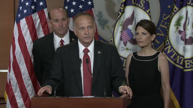 rep. steve king, republican from iowa at house radio-tv gallery on july 13, 2011 in washington, dc - 下院議員点の映像素材/bロール