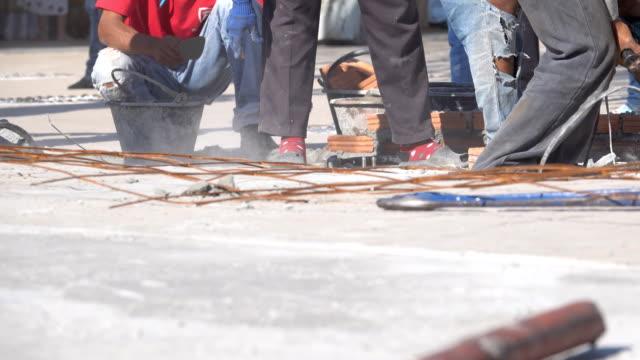 reparaturen betonboden - straßenschild stock-videos und b-roll-filmmaterial