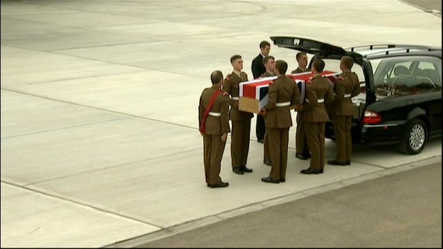 repatriation of british soldiers killed in afghanistan coffin held at back of hearse - carro funebre video stock e b–roll