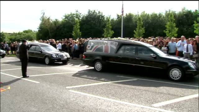 repatriation of british soldiers killed in afghanistan hearses along past applauding crowds lining the route and veteran soldiers saluting coffins - carro funebre video stock e b–roll