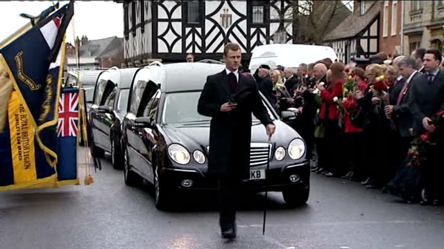 stockvideo's en b-roll-footage met repatriation of two british soldiers killed in afghanistan; england: wiltshire: wootton bassett: ext cortege of hearses containing bodies of... - repatriëring