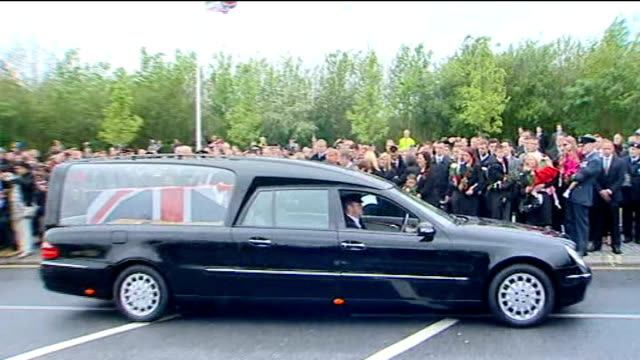 repatriation of two soldiers killed in afghanistan england oxfordshire carterton ext hearses along past crowds lining the street in hearse as it... - carro funebre video stock e b–roll