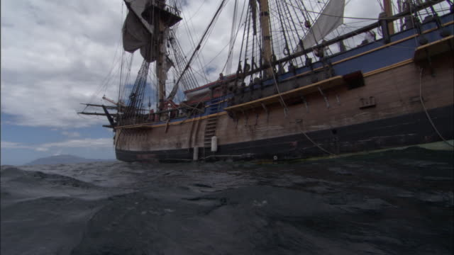 replica of hms endeavour. - nave a vela video stock e b–roll