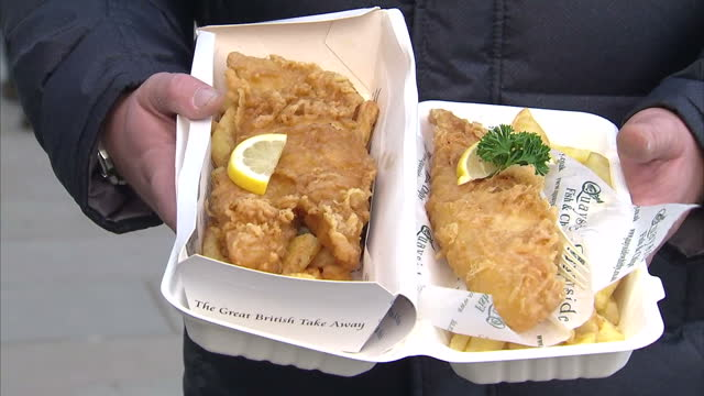 a report has criticised the variation in portion sizes in fish and chip shops making it tricky for customers to make informed choices on their... - whitby north yorkshire england stock videos & royalty-free footage