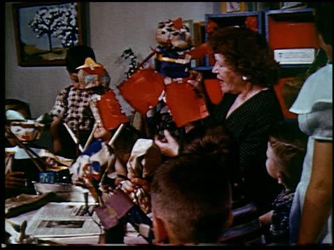 report in primary colors - 14 of 30 - andere clips dieser aufnahmen anzeigen 2408 stock-videos und b-roll-filmmaterial