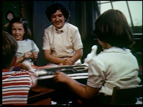report in primary colors - 18 of 30 - andere clips dieser aufnahmen anzeigen 2408 stock-videos und b-roll-filmmaterial