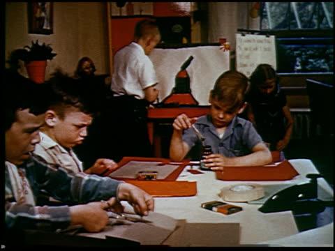 report in primary colors - 19 of 30 - andere clips dieser aufnahmen anzeigen 2408 stock-videos und b-roll-filmmaterial
