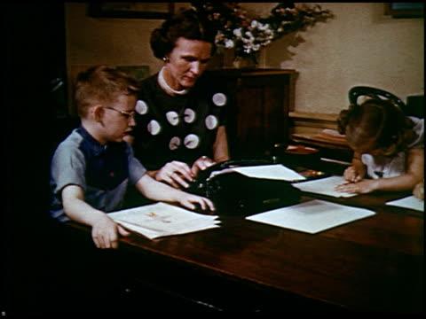 report in primary colors - 20 of 30 - andere clips dieser aufnahmen anzeigen 2408 stock-videos und b-roll-filmmaterial