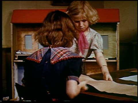 report in primary colors - 21 of 30 - andere clips dieser aufnahmen anzeigen 2408 stock-videos und b-roll-filmmaterial