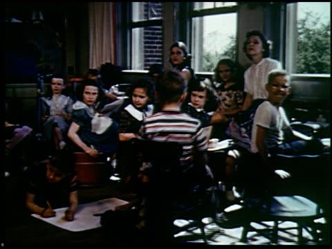 report in primary colors - 23 of 30 - andere clips dieser aufnahmen anzeigen 2408 stock-videos und b-roll-filmmaterial